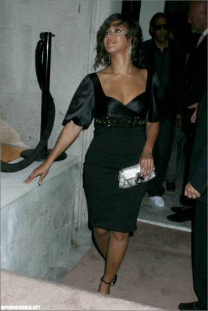 Beyonce rocking black hair… Posted by Media Outrage on September 22, 2007