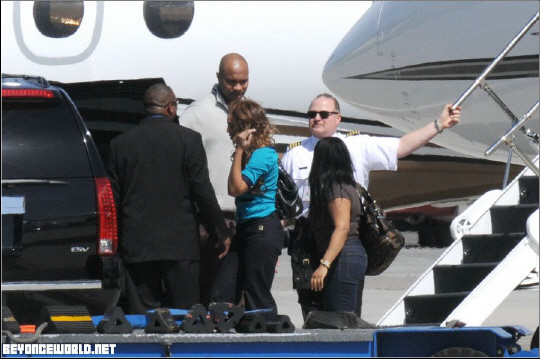 Jet Privato Beyonce : Jay z private jet imgkid the image kid has it