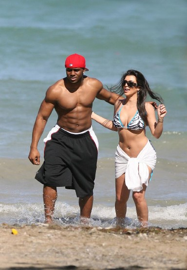 Reggie Bush And Kim Kardashian Beach Kim and Reggie ...