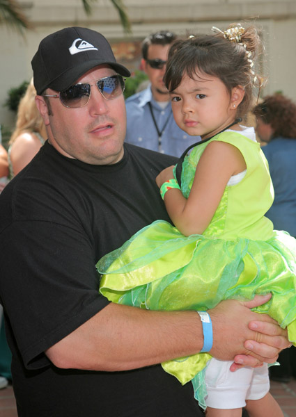 Steffiana de la cruz media outrage for How many kids does kevin james have
