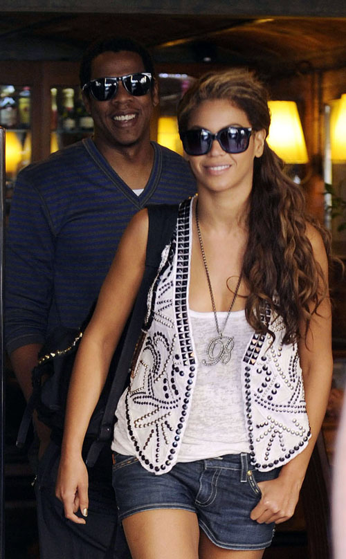 Beyonce & Jay-Z Leaving A Restaurant In Spain (USA AND CANADA ON
