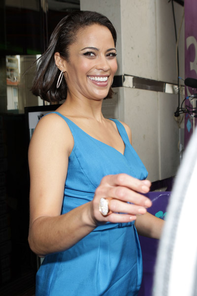 Paula Patton l14smile