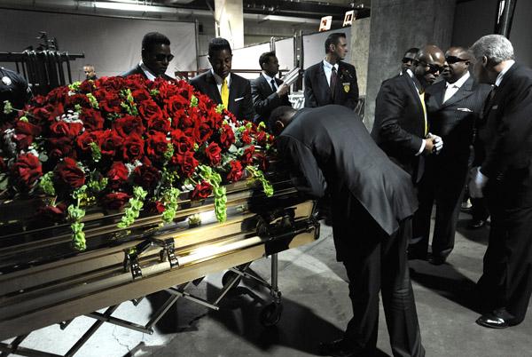Bernie Mac In His Casket Photos Bernie mac body in casket rest