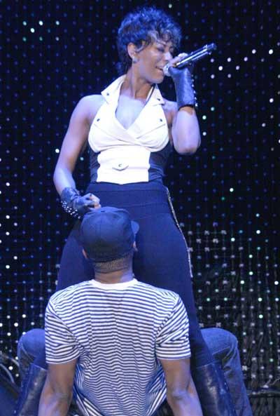 Keri Hilson perform