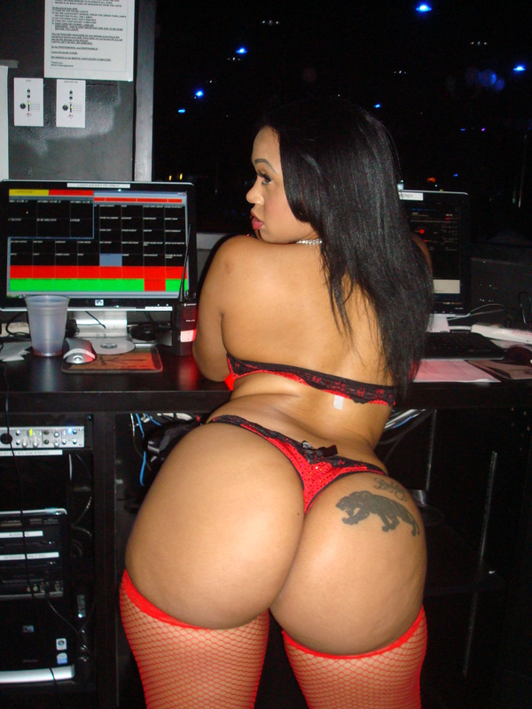 More Cubana Lust…Photos From Her Appearance at Onyx ...